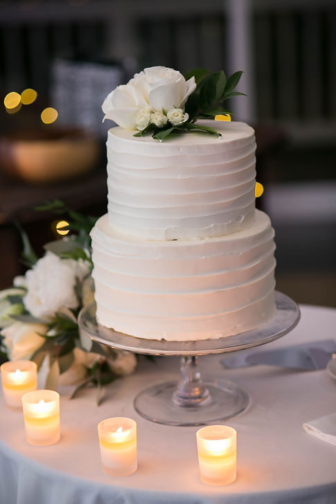 Wedding cake. Wedding reception. Sugar Beach Events. Maui, Hawaii. Photography by Sydney wedding photographer, Grant Hoskinson Photography.