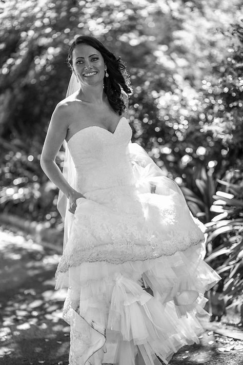 Bride in wedding dress in botanic gardens, Melbourne.Beautiful wedding photography by popular wedding photographer, Grant Hoskinson Photography.