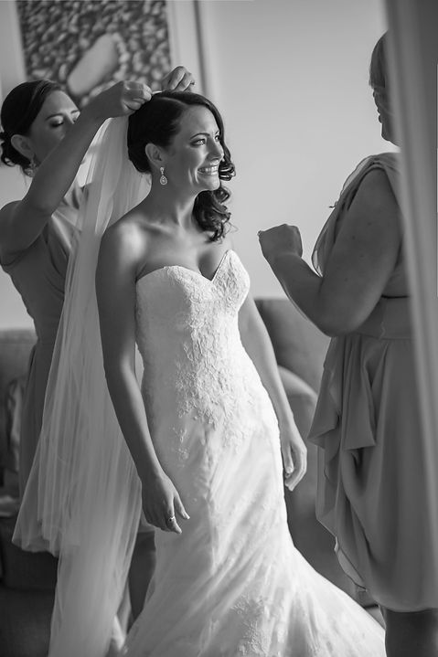 Beautiful wedding photography by popular wedding photographer, Grant Hoskinson Photography. Bride getting ready with bridesmaids
