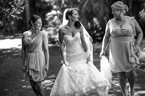 Bride in wedding dress with bridesmaids in botanic gardens, Melbourne.Beautiful wedding photography by popular wedding photographer, Grant Hoskinson Photography.