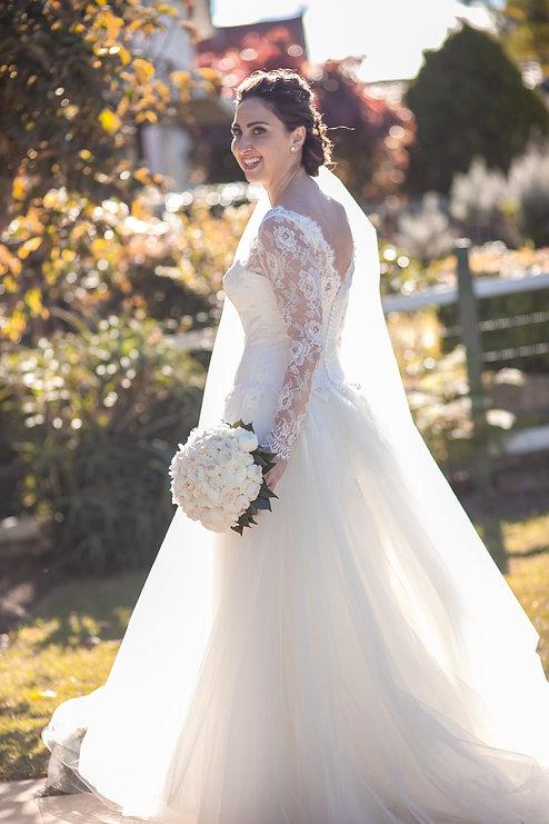 Bride getting ready. Wedding photography by best sydney wedding photographer, Grant Hoskinson Photography.