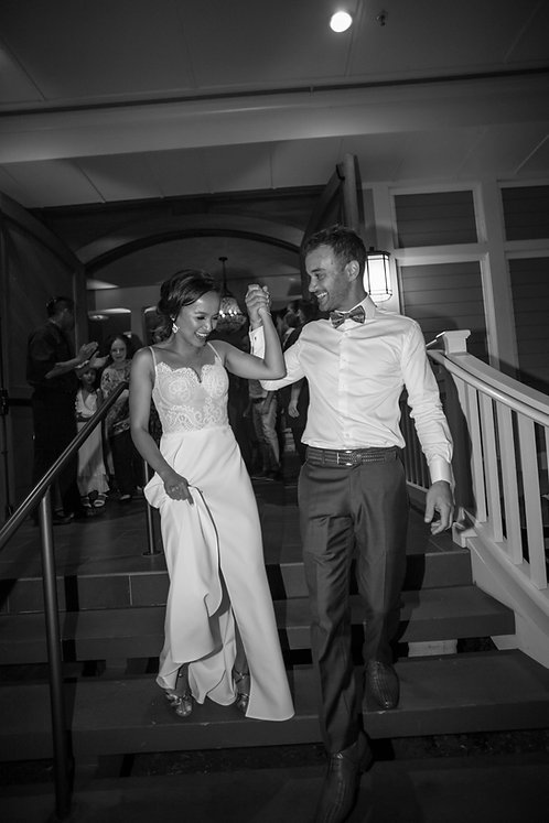 Sugar Beach Events. Bride and groom leaving reception. Photography by best Sydney wedding photographer, Grant Hoskinson Photography.