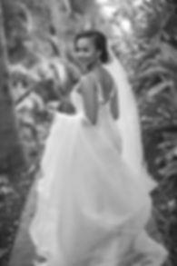 Sydney wedding photographer. Grant Hoskinson Photography. Bride in wedding dress.