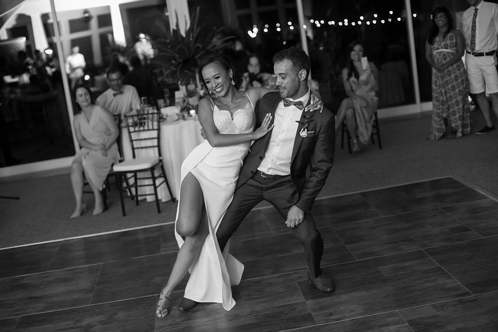 Bridal waltz. Wedding reception. Sugar Beach Events. Maui, Hawaii. Photography by sydney wedding photographer, Grant Hoskinson Photography.