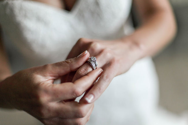 Beautiful wedding photography by popular wedding photographer, Grant Hoskinson Photography. Engagement ring.