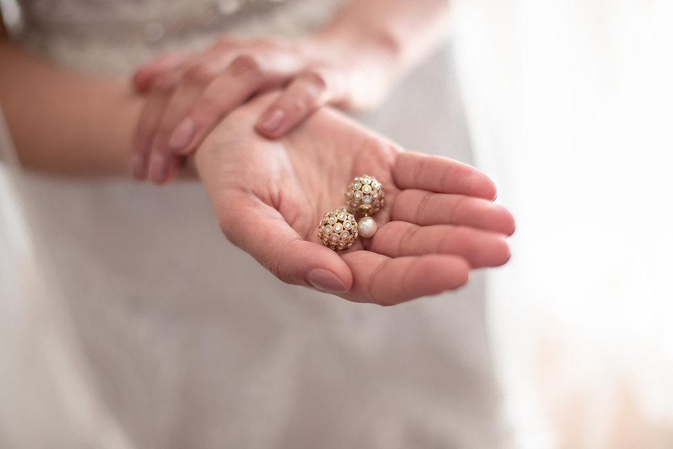 Bride's earrings. Photography by best Sydney wedding photographer Grant Hoskinson Photography.