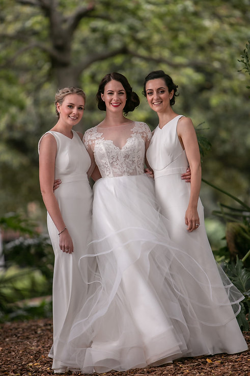 Bride with bridesmaids in Hyde Park, Sydney. Wedding photography by best sydney wedding photographer, Grant Hoskinson Photography.