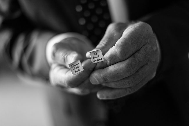 Beautiful wedding photography by popular wedding photographer, Grant Hoskinson Photography. Father of the bride's cuff links.