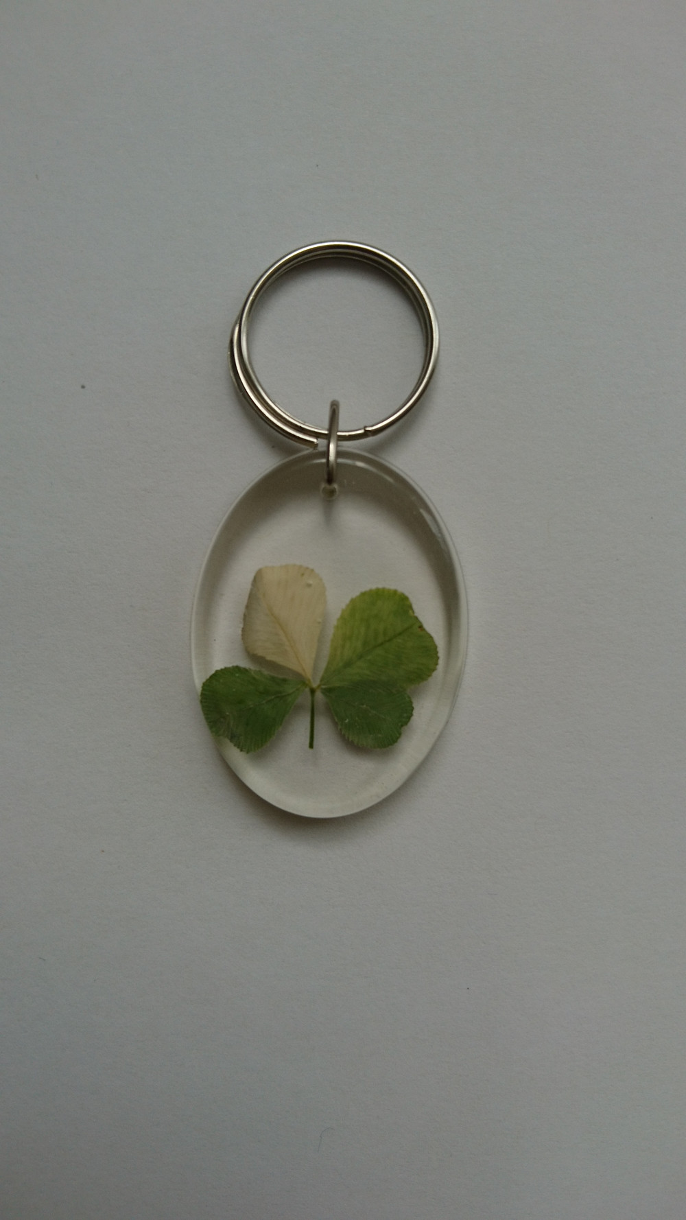 We love unique gifts with four leaf clovers. Maybe you love them too. Choose your favorit gift from our online shop.
