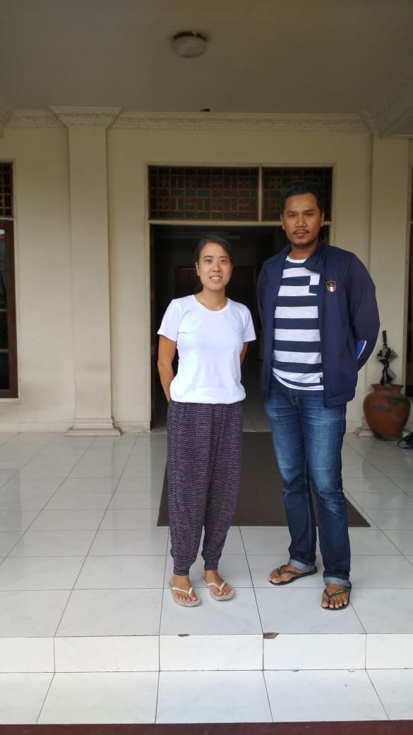 Nicole Oeij tent (SPI's site manager) dan Deradjad Ananto (Relawan arsitek  berbasis di Lombok)