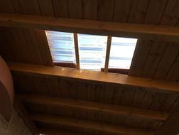 גג רעפים עם רעפי זכוכית