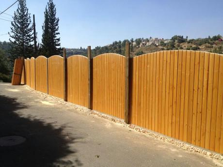 גדר עץ - יוסף שמוחה (2).jpg