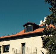 גג רעפים עם קוקיה