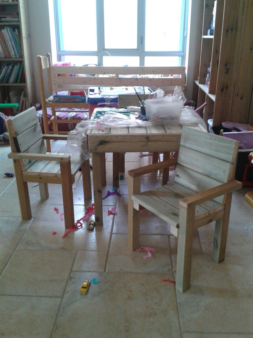 שולחן + כסאות