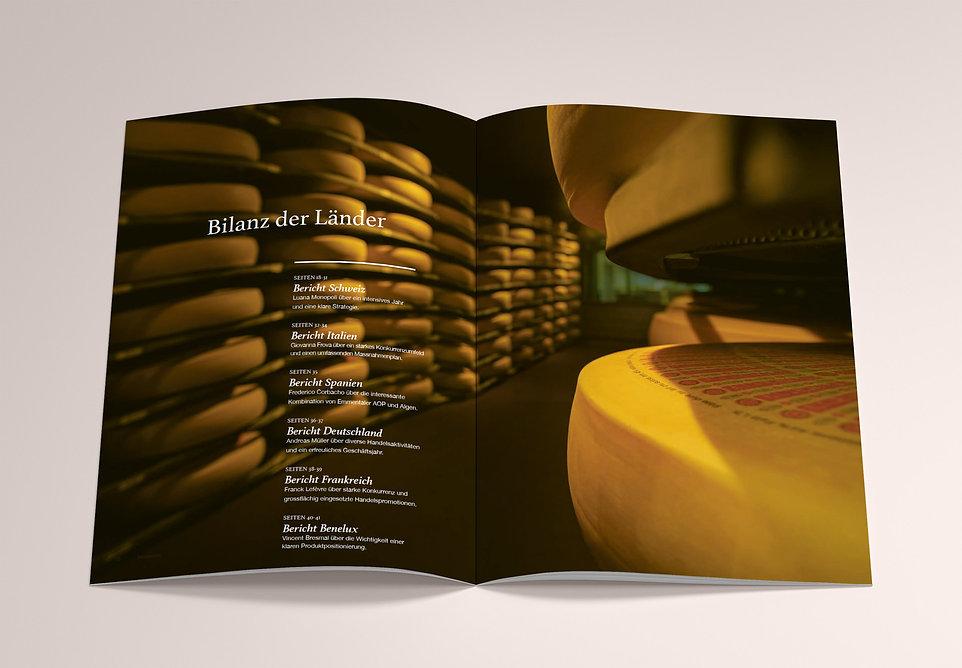 Mockup_A4_Brochure_9.jpg