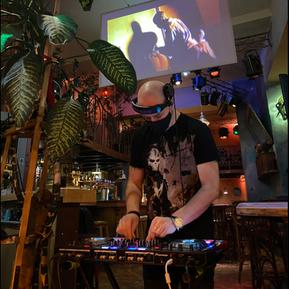 DJ Set Friday & Saturday