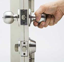 Singapore locksmith is the best locksmith in Singapore we service unlock all type locks 24 hour EMER