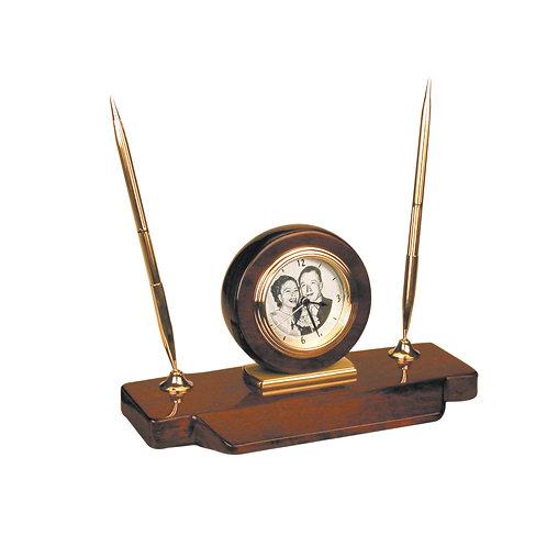 שעון דקורטיבי לשולחן משרדי עם חריטה