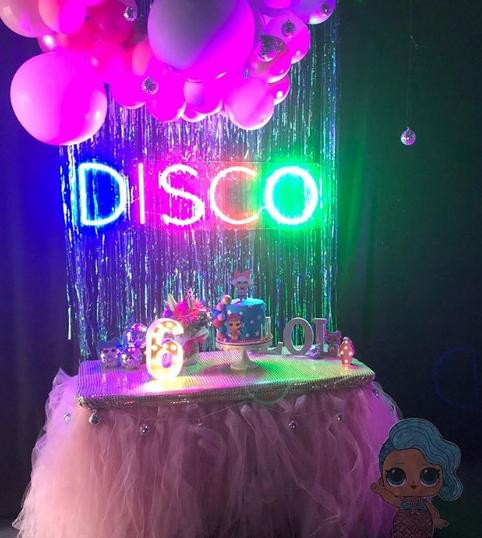 Disco cake table