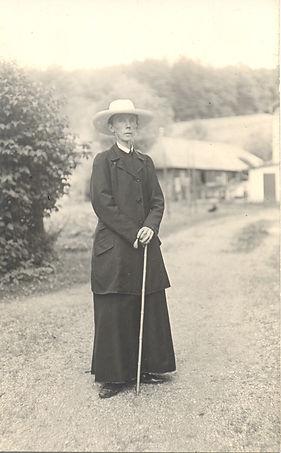MTL 1915con cappello Maria Sorg 1200dpi.jpg