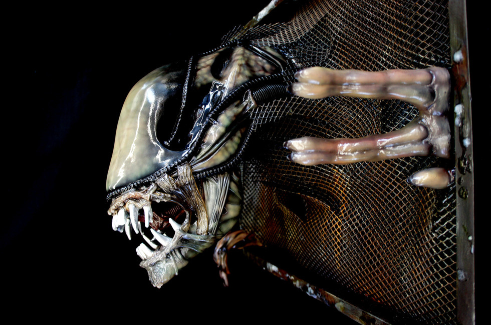 Aliens Life-Size Wall Hanger