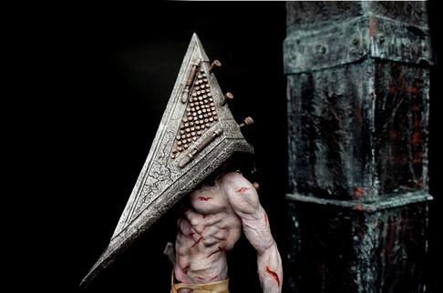 赤いピラミッドのもの