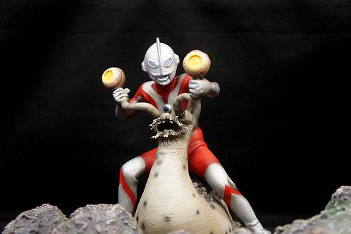 Ultraman Vs Namegon Art Statue ナメゴン対ウルトラマン 完成品