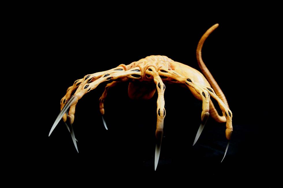 Alien Queen Facehugger Life-Size