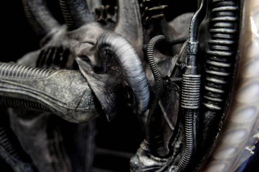 Big Chap Alien & Jonesy Art Statue