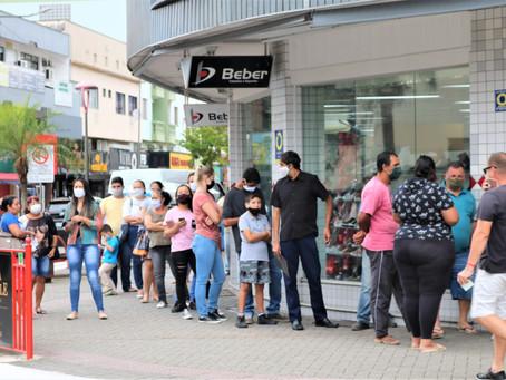 Vereador cobra que Procon de Jaraguá fiscalize filas e atendimento prioritário em bancos
