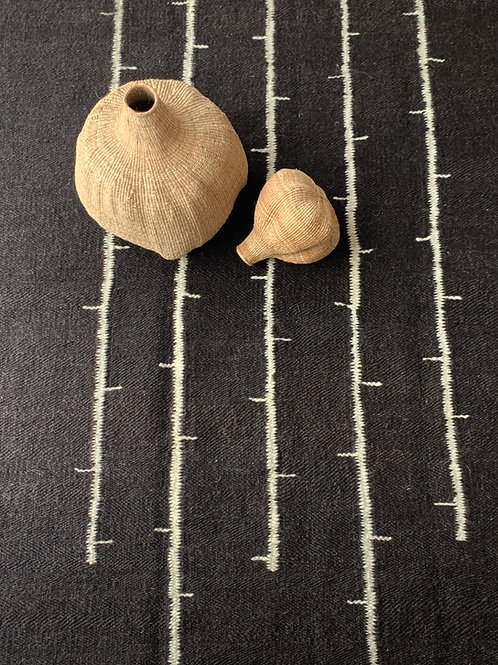 Bird on Wire rug - Pure Chocolate