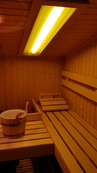 Video della Sauna Finlandese, della camera Royal Azzurra presso B&B Melograno MC