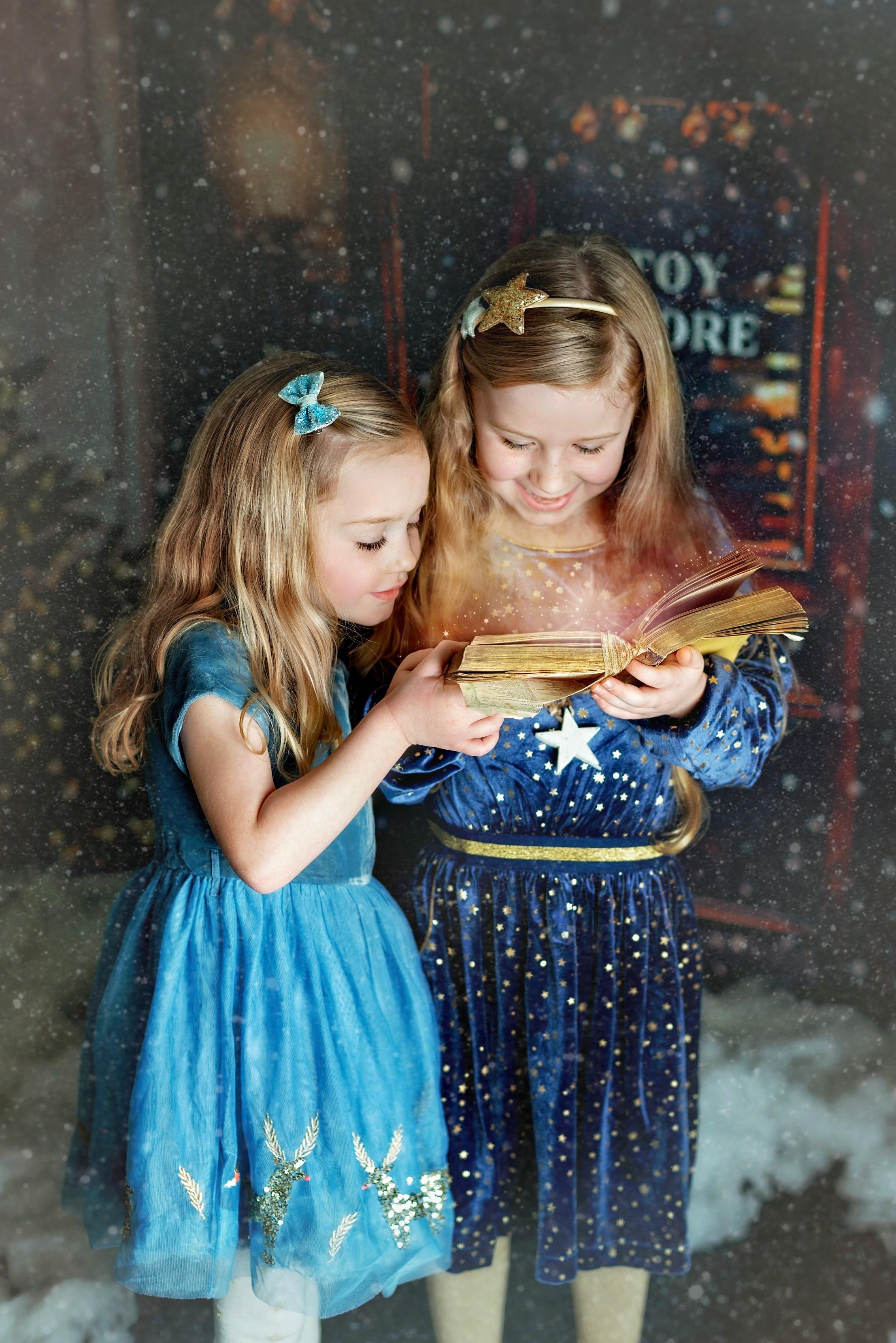 siblings Christmas photos
