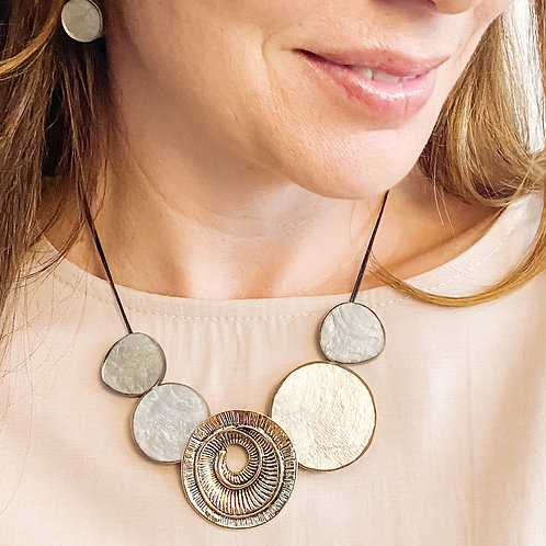 The Swirled Resin Shell Necklace, Beige