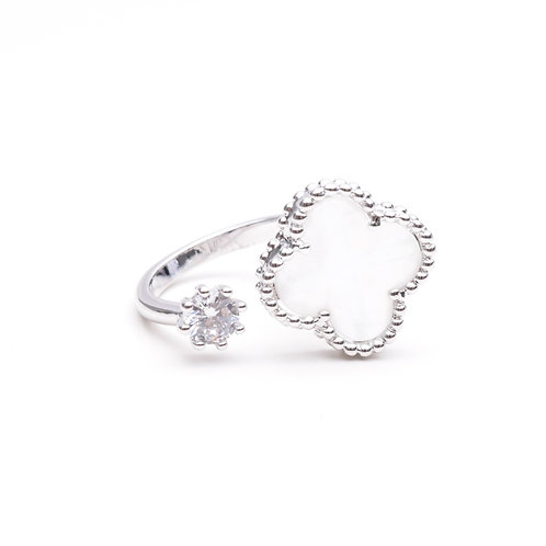 The Pearl Clover Ring