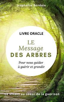 """L'univers nous guide au quotidien à travers la nature, les animaux. Dans ce livre, je vous propose 33 messages et guidances pour vous accompagner à guérir et grandir. De façon quotidienne ou hebdomadaire, ouvrez une page au hasard et laissez infuser """"Le message mantra """" en vous.Puis, laissez-vous guidé(e) par le conseil ou exercice à pratiquer . Avec ces conseils quotidiens inspirés des arbres, vous êtes invité(e) à révéler votre magie intérieure, à grandir et à transformer votre vie. C'est avec beaucoup d'amour que j'ai canalisé pour vous ces messages et je vous laisse les utiliser à votre façon. Ici il n'y a pas de règles, si ce n'est celle que vous dicte votre coeur,Je vous souhaite une merveilleuse connexion à votre âme, à votre magie intérieure et à la nature qui vous entoure."""