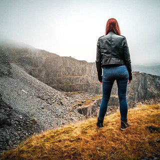 #Wanderer #alone #edge #Abyss #leatherja