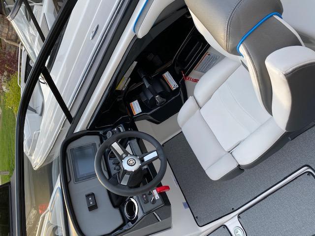 Cockpit AR240 Boat