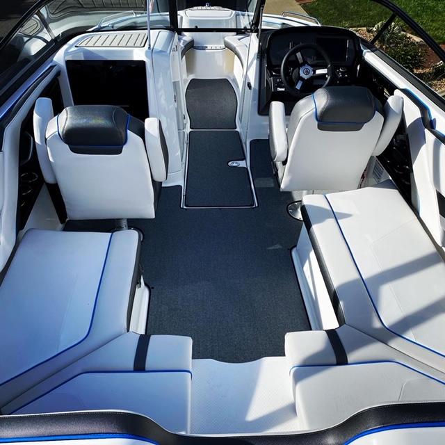 Interior AR240 Boat