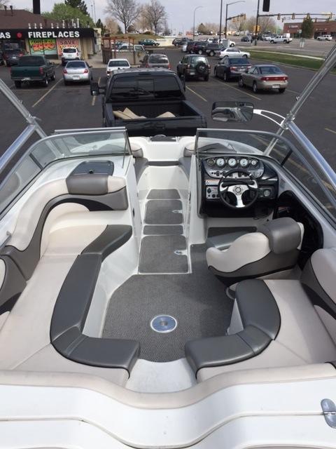 Yamaha 212X Interior