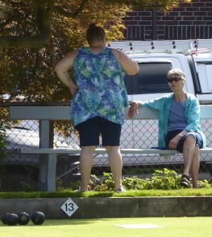 Pat & Sharon take a shade break.jpg