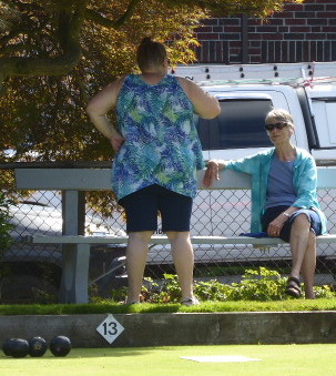 Pat & Sharon take a shade break.jpg