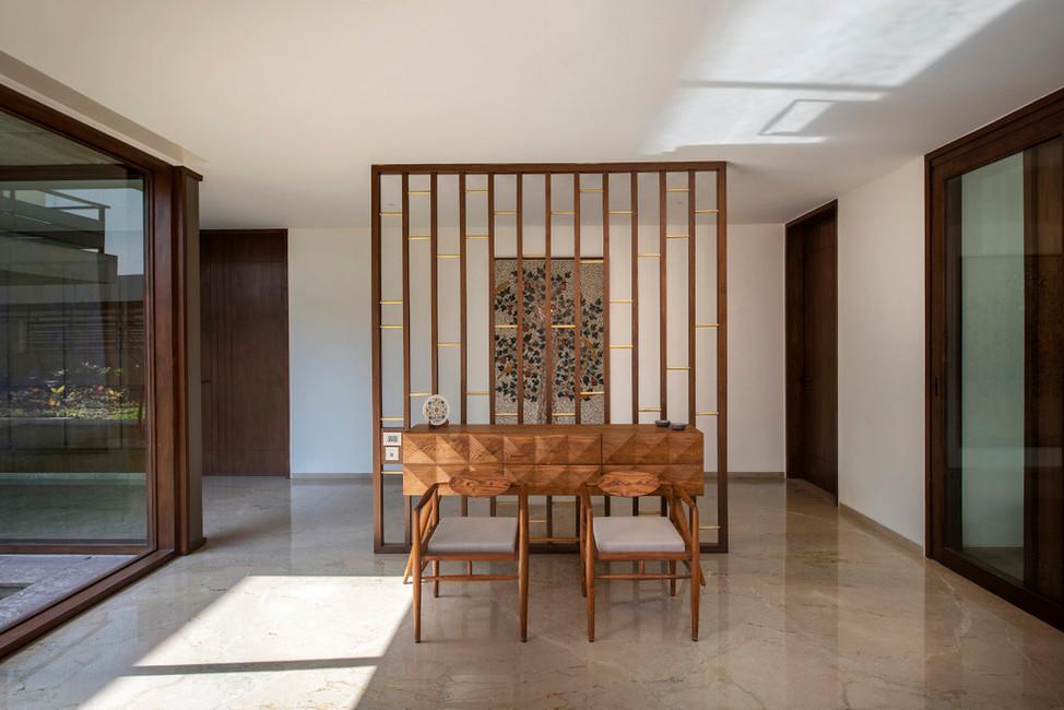 KE12 House-Entrance Foyer.JPG