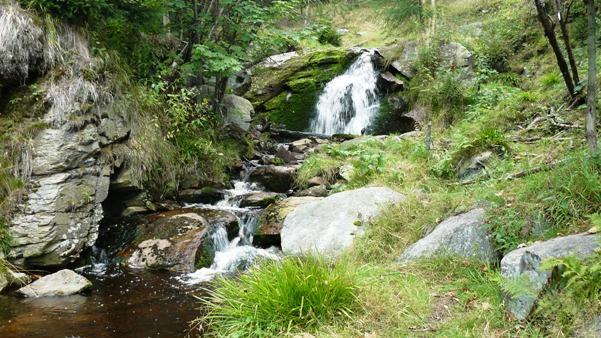 vodopad-nivskeho-potoka-1