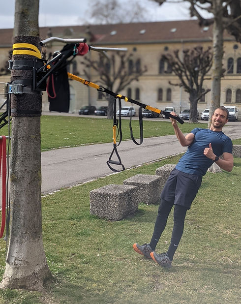 Bruce Maidment demonstrating professional outdoor exercise equipment in a park in Zürich