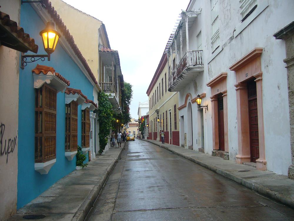 Rue colorée à Cartaghènes des Indes