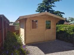 Apex roof Log Cabin (640x480)