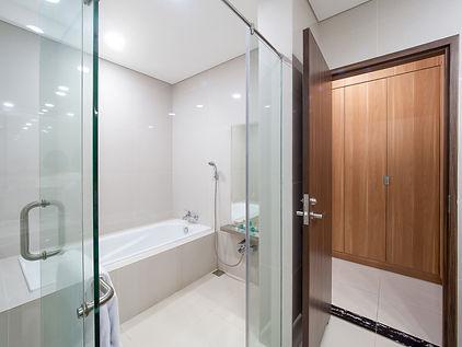 Le-Premier-Suite-Master-Bathroom2.jpg