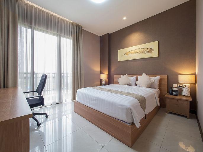 Le-Premier-Suite-Master-Bedroom.jpg