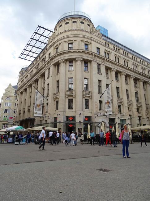 04 - Boedapest - hop-on-hop-off bus - 01